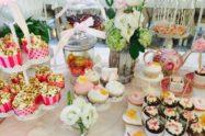 Festa in spiaggia: dolci, caramelle e confetti per un corner di dolcezza