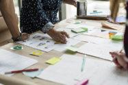Brainstorming, cos'è e come si fa: i vantaggi e le fasi principali